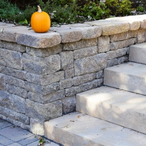 Detail showing a corner of a Belgard Brookshire retaining wall and Landings steps in New Paltz, NY - Masseo Landscape