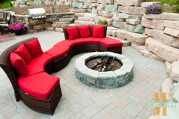 A Cambridge paving stones patio with a round Rosetta fire pit.